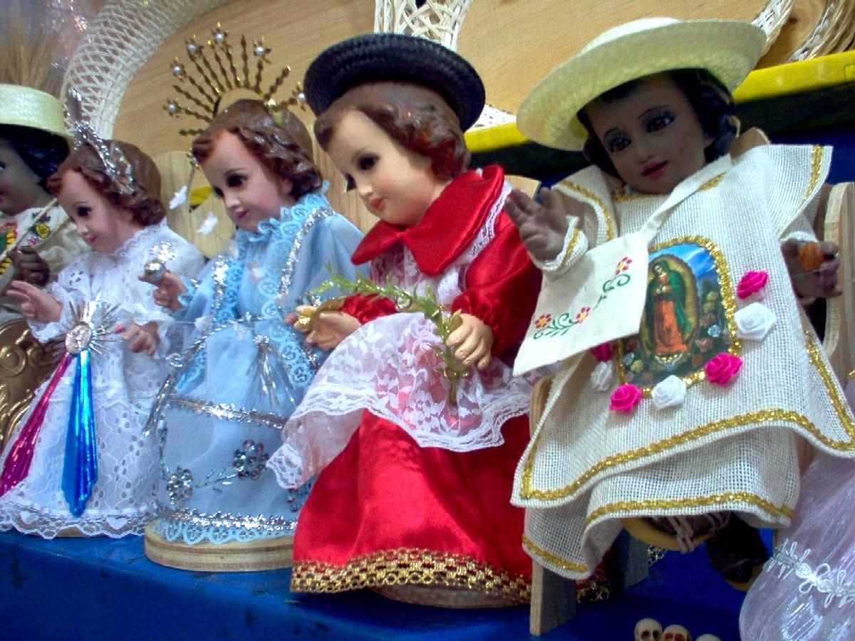 Vestir al niño Dios | Las Tres y Un Cuarto